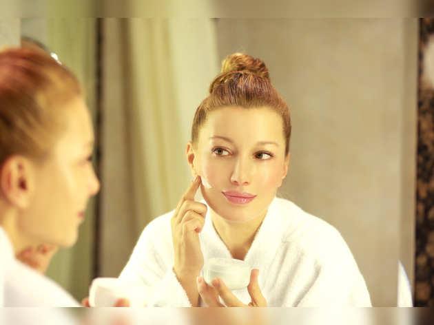Skin care: स्किन के लिए किसी वरदान से कम नहीं है Retinol, लगाते ही दूर हो जाएंगी फाइन लाइन्स