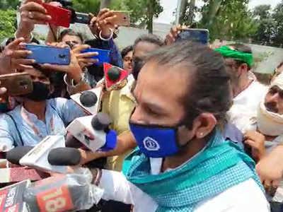 गोपालगंज ट्रिपल मर्डर केस में आरजेडी नेता नेज प्रताप यादव ने नीतीश सरकार को निशाने पर लिया।