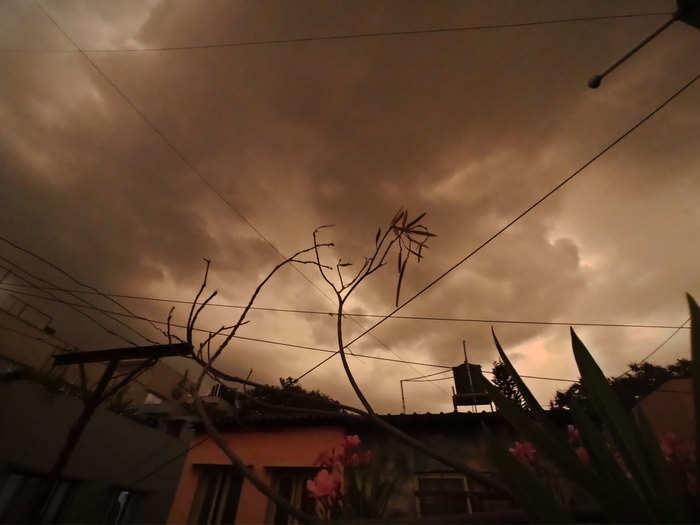 केरल में मॉनसून के आने से एक दिन पहले बेंगलुरु में जोरदार बारिश भी हुई