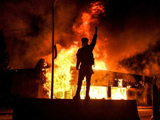 violent protests and fire incidents in america after death of black american george floyd in minneapolis