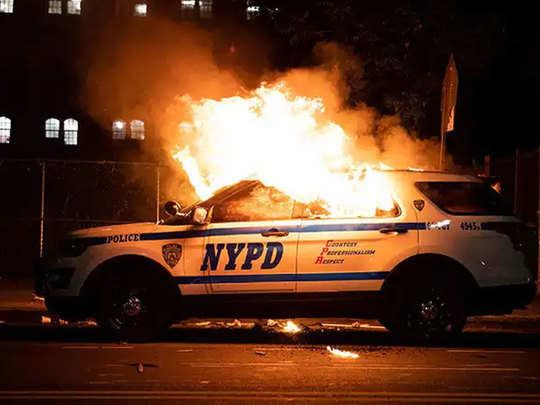 जॉर्ज फ्लॉयड की हत्या पर हो रहा भारी विरोध प्रदर्शन