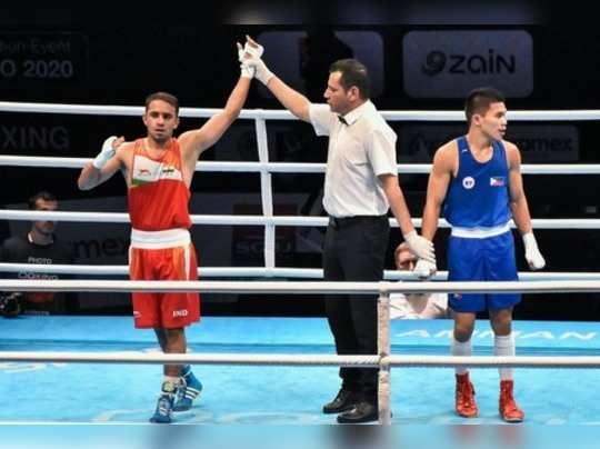 Boxer Amit Panghal (Left)