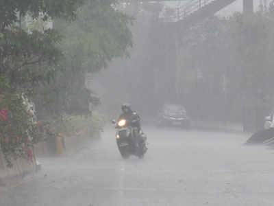 मुंबई में शुरू हुई तेज बारिश