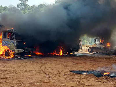 Naxalites set fire to vehicles