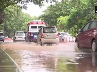 गोवा में भारी बारिश से सड़कें डूबी