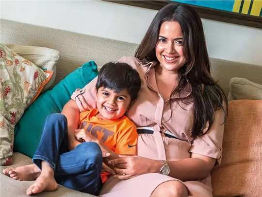 sameera reddy said parenting is not an easy journey with 2020 generation in hindi