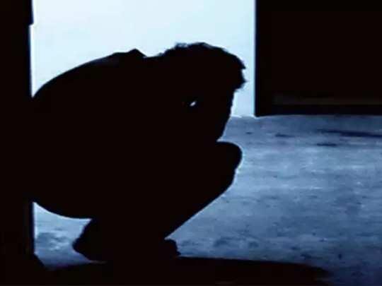 पुणे: लॉकडाउनमुळं सलून बंद, नाव्ह्यानं केला आत्महत्येचा प्रयत्न