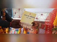 लॉकडाउन में शादीः संविधान की शपथ ली और एक दूजे के हो गए वर-वधू