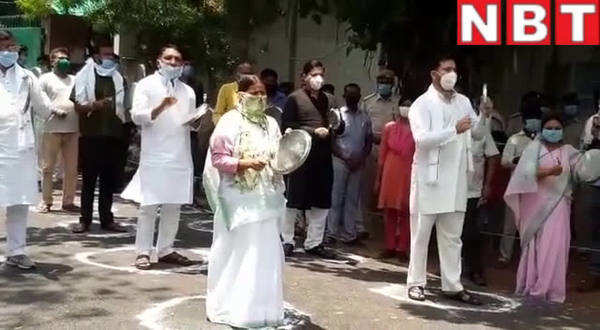 rjd leaders rabri devi tejashwi yadav and tej pratap yadav clang utensils to protest against amit shahs virtual rally
