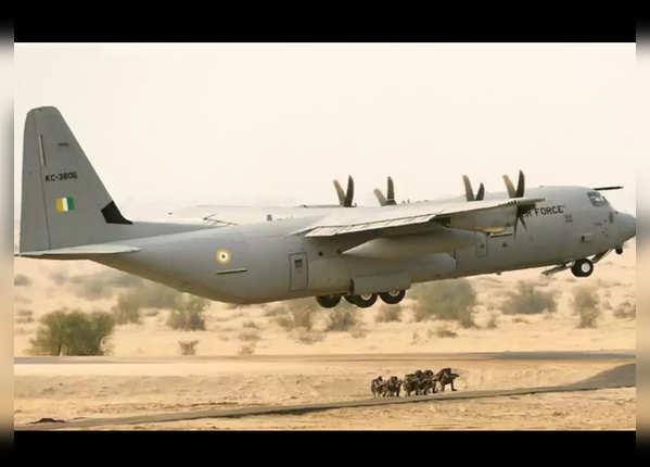 अमेरिका का C 130J एयरक्राफ्ट