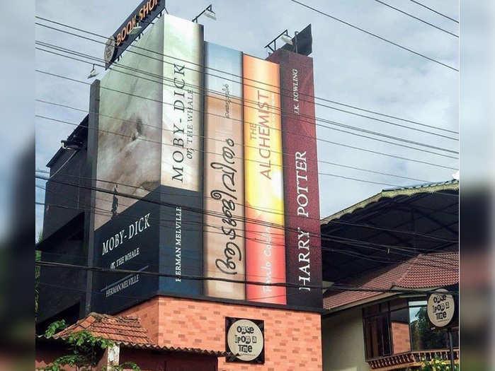 पुस्तकाचे दुकान, आलुवा