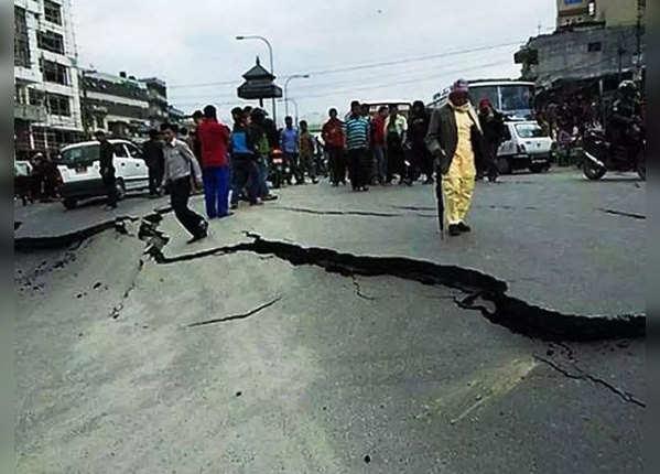 भूकंप के दौरान ऐसा बिल्कुल ना करें