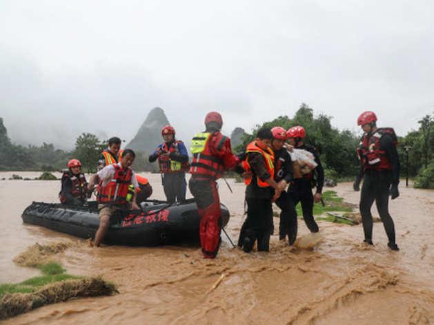 China Floods: चीन में बाढ़ ने मचाई भयानक तबाही, 12 की मौत, लाखों हुए बेघर