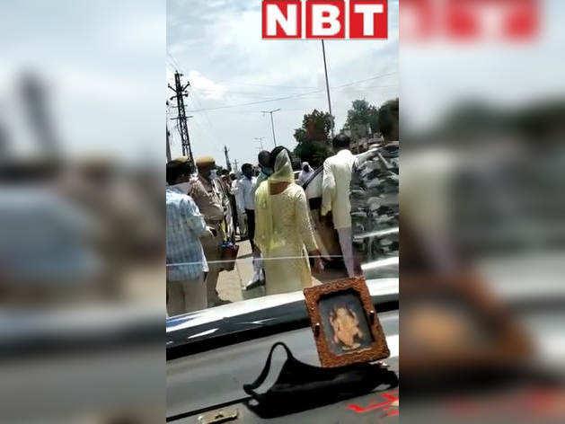 भरतपुर में कोरोना के हालात गंभीर , फिर भी धर्मगुरू के दर्शन के लिए उमड़ी भीड़