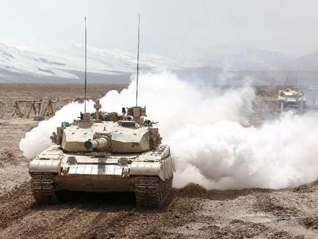 चीन का माइंडगेम, बॉर्डर पर मॉर्डर्न टैंकों के साथ कर रहा युद्धाभ्यास