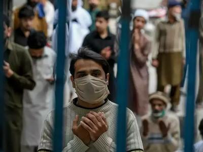 कोरोना वायरस के कहर से बेहाल हुआ पाकिस्तान