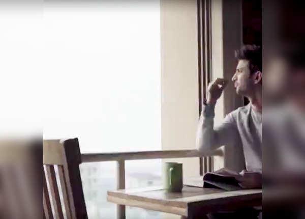 कोने में बैठ यूं कॉफी पीते थे सुशांत