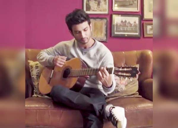 वो गिटार जिसे सुशांत अकसर बजाते थे