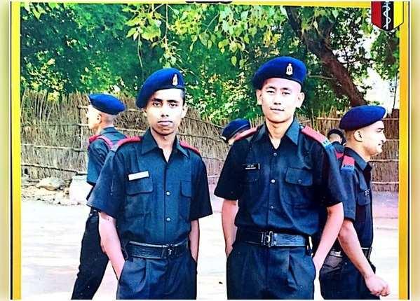 भाई से प्रेरित होकर सेना में भर्ती