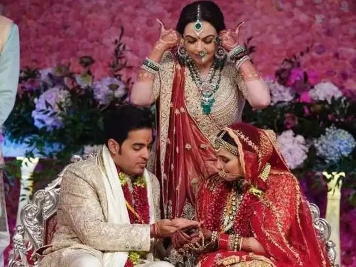 shloka mehta designer wedding lehenga by abu jani and sandeep khosla in marathi