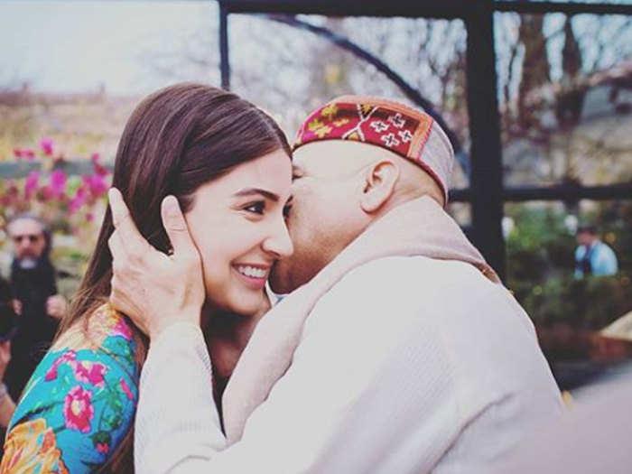 anushka sharma with her dad