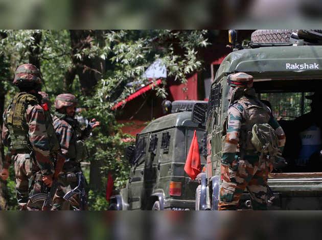 जम्मू-कश्मीर में सुरक्षाबलों ने तोड़ी आतंक की कमर, पहली बार 4 महीने में 4 अलग-अलग आतंकी संगठनों के कमांडर ढेर