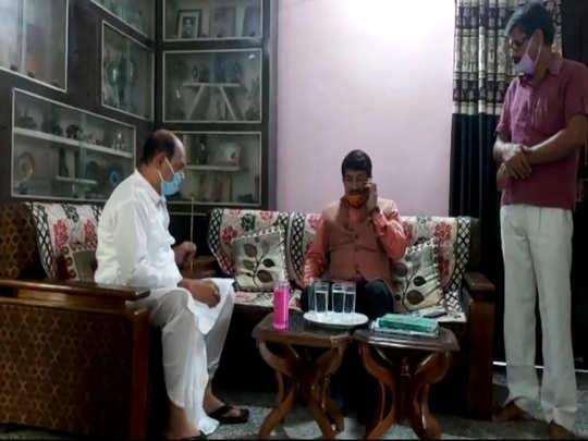 सुशांत के घर पहुंचे मनोज तिवारी
