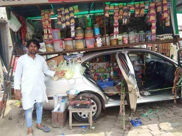 कार में लगा दी दुकान