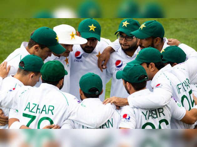 इंग्लैंड दौरे से पहले पाकिस्तान क्रिकेट टीम के 10 खिलाड़ी कोरोना पॉजिटिव