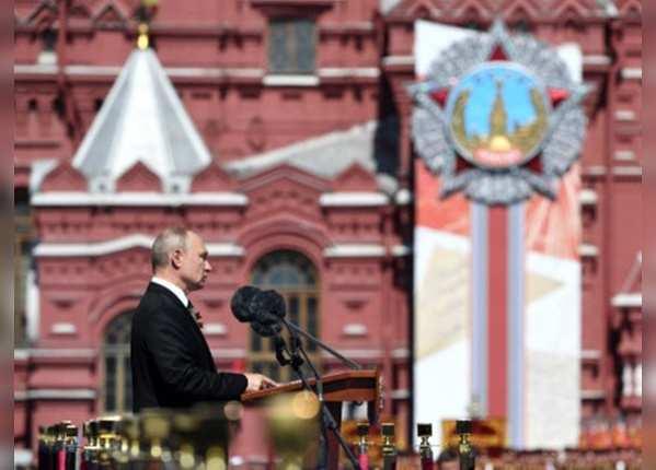 रूसी राष्ट्रपति ने किया परेड का निरीक्षण