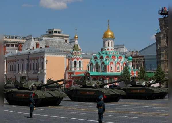 रूसी टी-14 आर्माटा टैंक ने परेड में लिया हिस्सा