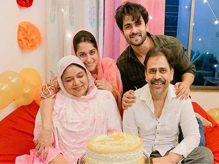 dipika kakar bakes a delicious and beautiful cake for her in laws on their wedding anniversary grand celebration with husband shoaib ibrahim