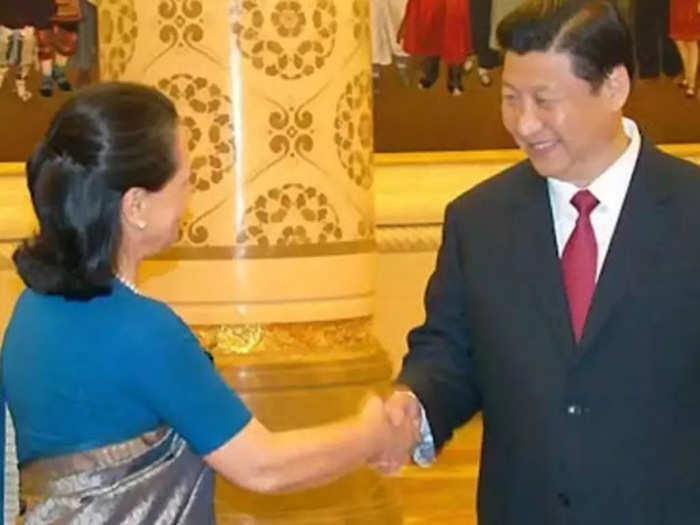 सोनिया गांधी और चीन के राष्ट्रपति शी जिनपिंग (फाइल फोटो)