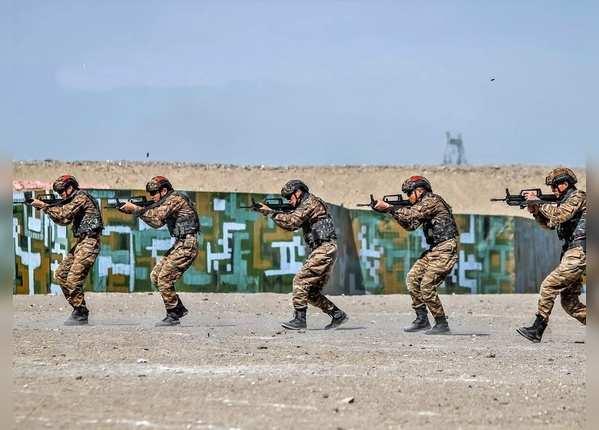 बातचीत के बीच एलएसी पर सेना बढ़ा रहा चीन