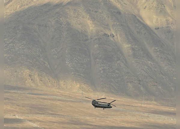 अत्याधुनिक अपाचे और चिनूक हेलिकॉप्टर भी पहुंचे लद्दाख