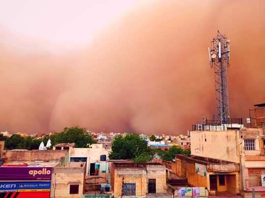 dust storm in churu of rajasthan and visibility had dropped down to zero
