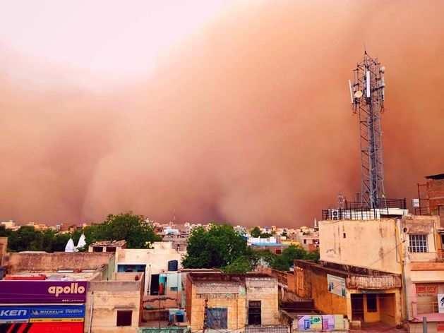 Dust Storm: चूरू में 70 KM की स्पीड से आई पीली आंधी, भरी दोपहर में छाया अंधेरा