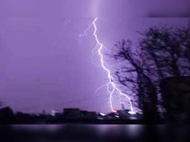 बिहार में बिजली गिरने से 83 लोगों की मौत