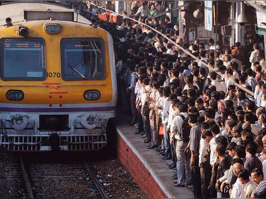 मुंबई लोकल ट्रेन (File Photo )
