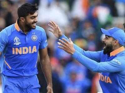 विकेट लेने के बाद जश्न मनाते विजय शंकर (एएफपी)
