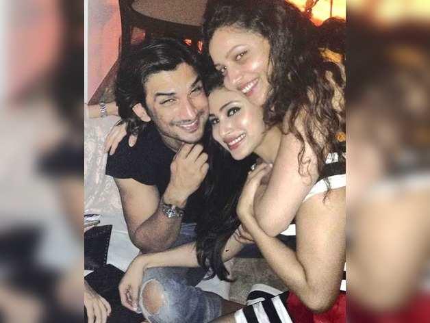 मौनी रॉय ने शेयर की तस्वीरें, जब वह सुशांत और अंकिता लोखंडे के साथ किया करती थीं पार्टी