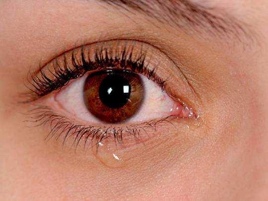 Work From Home के दौरान आंखों से आ रहा है पानी, तो इस घरेलू उपचार की लें मदद