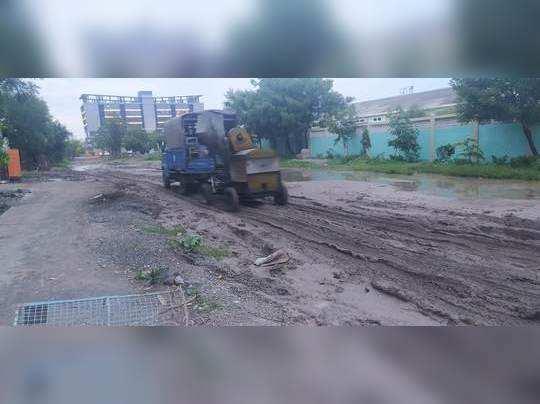 वखार महामंडळ जवळील रस्त्याची दुरवस्था