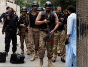 पाकिस्तान स्टॉक एक्सचेंज के गेट पर खड़े होकर ताबड़तोड़ गोलियां चला रहे थे आतंकी, देखिए वीडियो