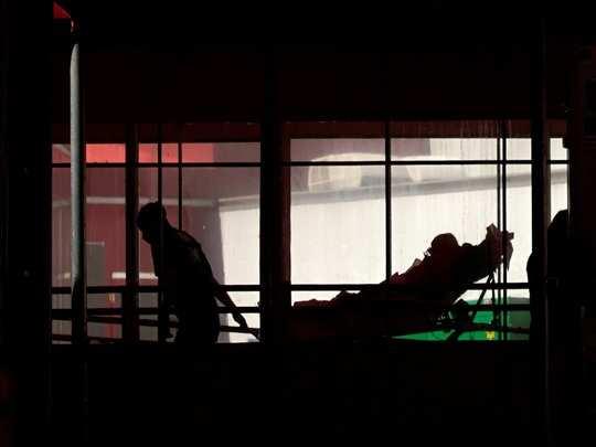 வெண்டிலேட்டரை துண்டித்து மருத்துவ கொலையா? அதிர்வலைகளை ஏற்படுத்தும் செல்ஃபி வீடியோ...