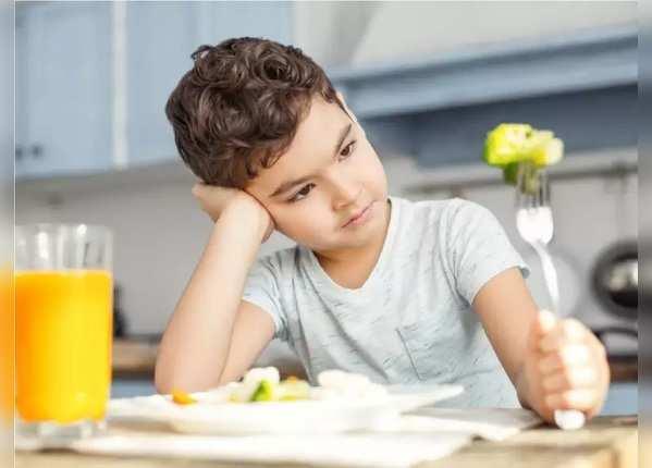 बच्चों को खाना कैसे खिलाएं