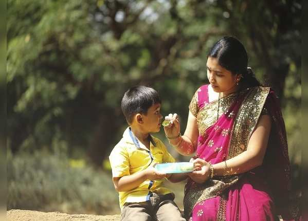बच्चों को जबरन खाना खिलाने से क्या होता है