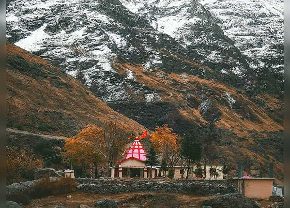 माता बाला त्रिपुर सुन्दरी का मंदिर है मौजूद