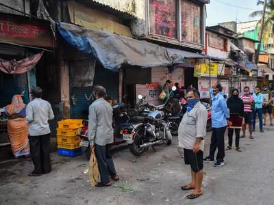 मुंबई में सैलून, गैरेज आदि खुलने से लोगों ने ली राहत की सांस