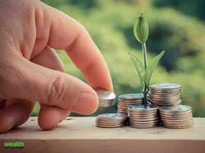 जानकार इक्विटी, फिक्स्ड इनकम और सोने में निवेश की सलाह देते हैं।